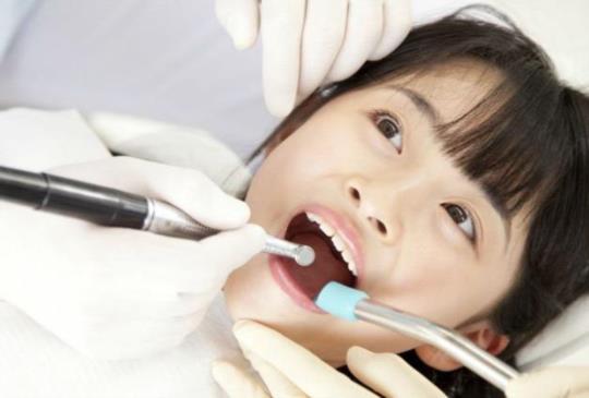暑假蛀牙高峰,聯醫6院區開放學童「免費塗氟」!