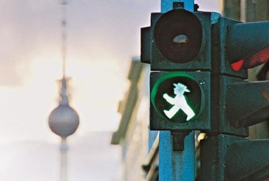 【德國 – 柏林】在東柏林轉身遇見交通號誌小人