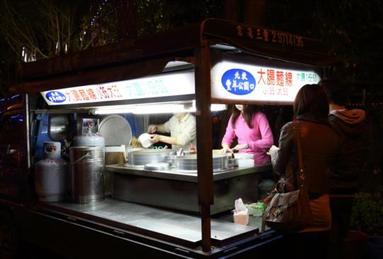 [台北美食]深夜限定~豐年公園口大腸麵線
