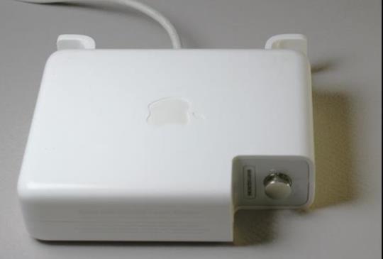 這樣你還要買副廠充電器?MacBook Pro 電源轉換器複雜性讓人驚訝
