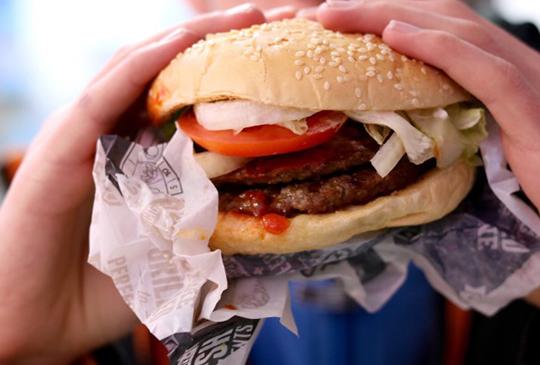 【調漲快報】麥當勞 & 肯德基通通漲!漢堡王牛肉漢堡預計跟進!