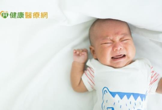 寶寶半夜一直哭鬧 疑似腸絞痛怎麼辦?