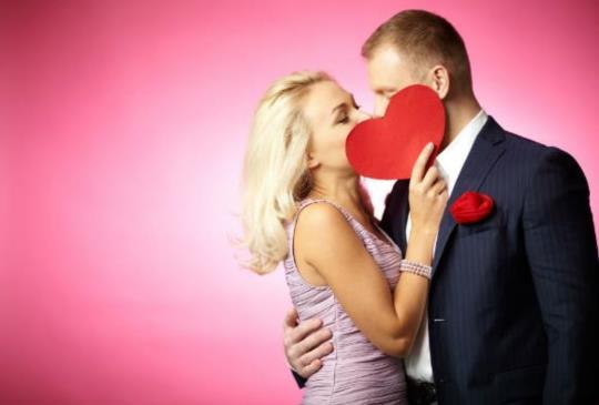 【愛情最美在曖昧時,學會愛情中的暗示技巧,就能抓牢他的心!】