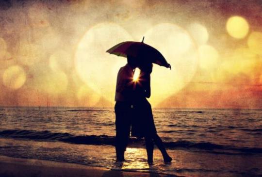 【還能珍惜的時候,就用力擁抱對方吧!轟轟烈烈的愛過,也是一種幸福。】