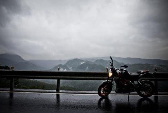 【漫步在雨中,106&102縣道篇Duke 390 ft.】