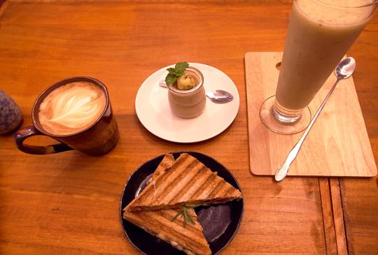 花坊裡的咖啡廳-花藝與咖啡、蔬食的美學(桂舍花房)