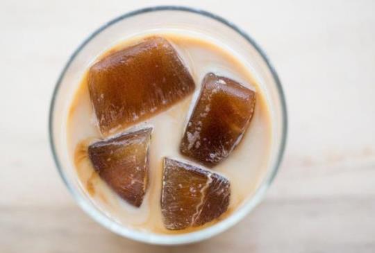 超神奇!10秒鐘做好一杯冰拿鐵【冰磚拿鐵咖啡】
