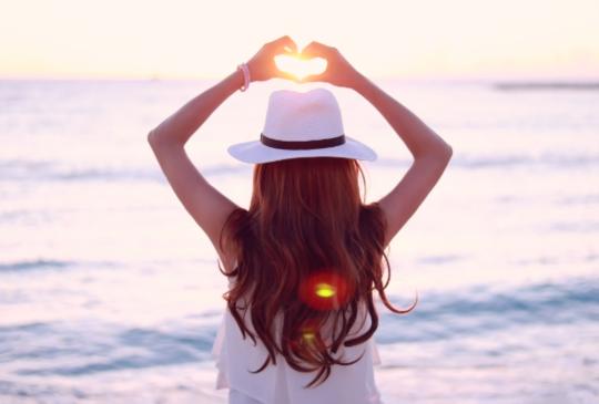 【親愛的,請記得在心裡留一個地方愛自己,相信自己值得擁有更多美好。】
