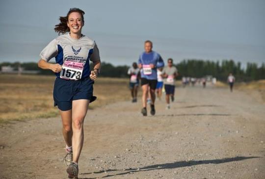 【日本上班族馬拉松冠軍女王教你慢跑:學會這些養成易瘦體質!】