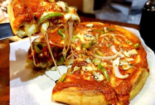 讓你吃一口就愛上的芝加哥深盤披薩專賣店Love at First Bite Bakery Café