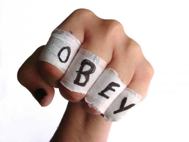 338-0926023019-obey-fist