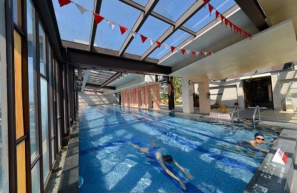 01-蘭城晶英_溫水游泳池有玻璃檔版下雨也不用怕.jpg
