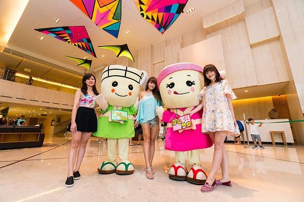 02飯店吉祥物「Domo將」和「I-La-Sha桑」在退房時會出來跟大家打招呼。.jpg