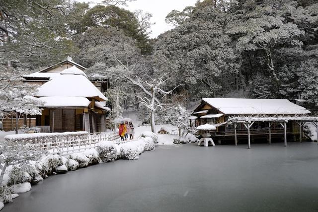 02慢慢散步兼六園內, 處處都是寫意冬情調。.jpg