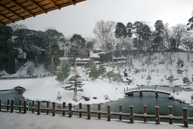 03玉泉庵向外的庭園風景,是藩主級的享受。.jpg
