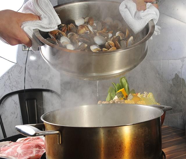 03蛤蜊的汁液就是最天然的調味料。.jpg
