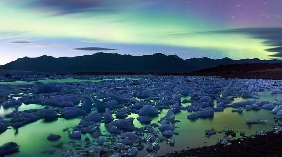 冰島藍色冰湖極光