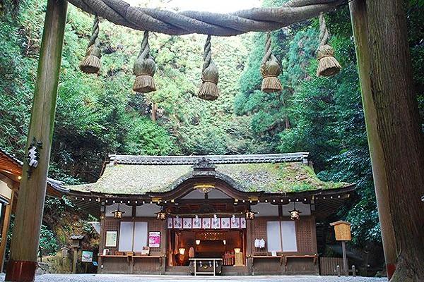 狹井神社 注連繩.jpg