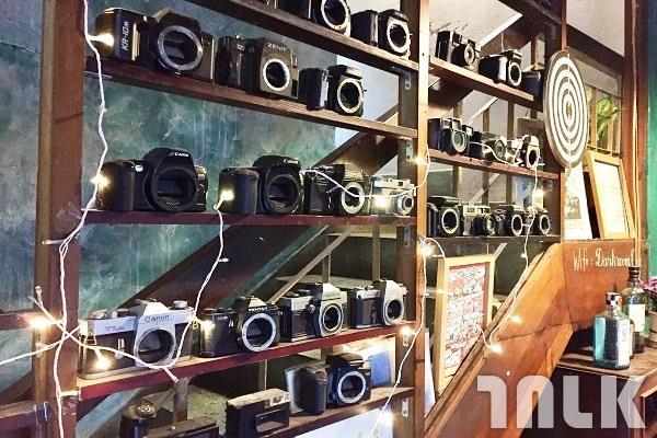店內陳設販賣的相機.jpg