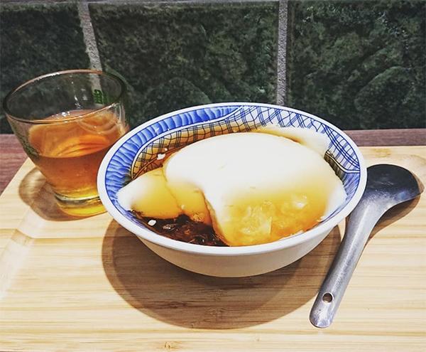 偷吃豆花 - lungkai.cheng.jpg