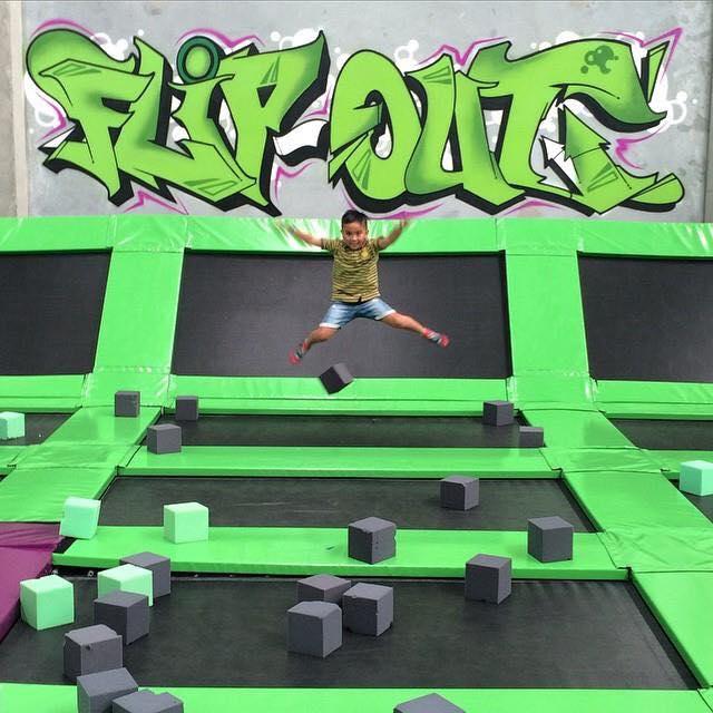 Flip Out - Taipei 彈翻床-1.jpg