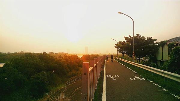 鹽水溪自行車道.jpg