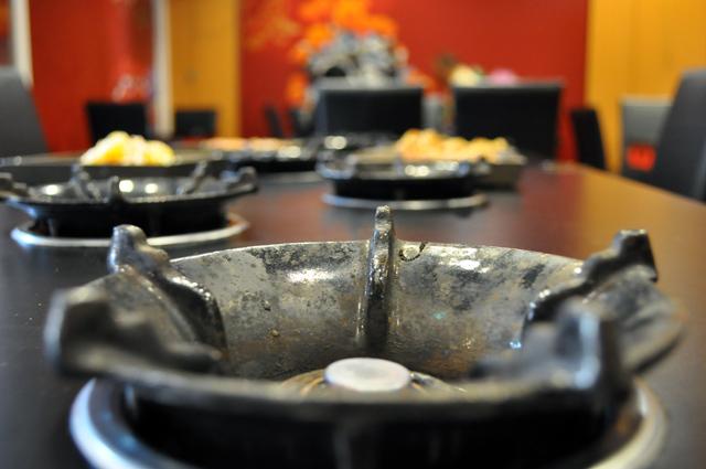 御饌鼎皇一鍋一燒(社頭店) - 使用瓦斯爐煮火鍋