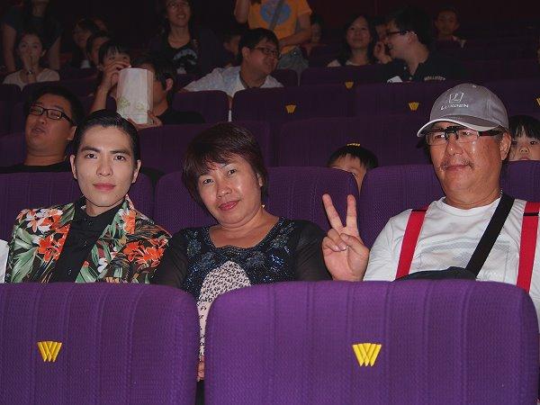 蕭敬騰與父母