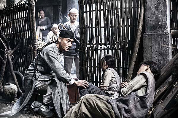黃麒英武功蓋世,同時也是一位妙手仁醫,主張「治病救人」2