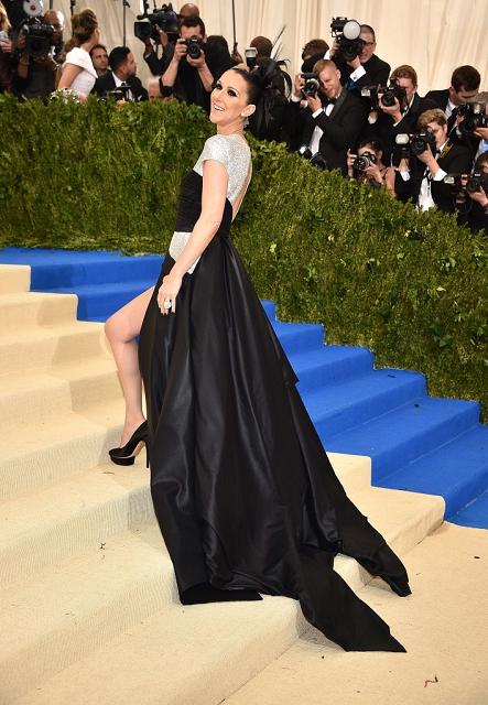 (019) Celine Dion in Atelier Versace at Met Gala 2
