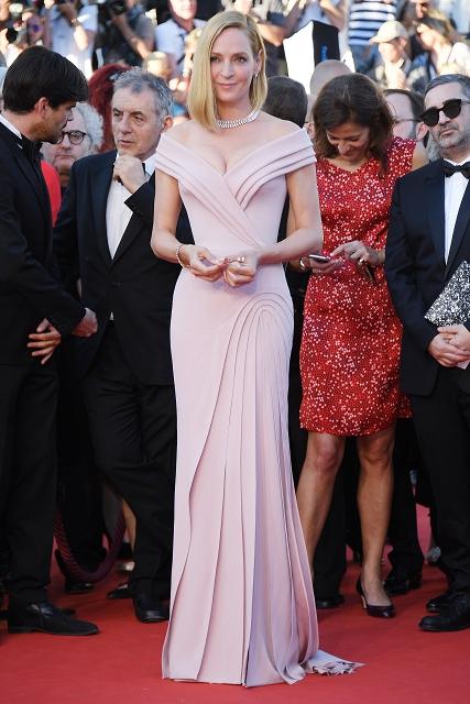 (011) 好萊塢女星鄔瑪舒曼穿著Atelier Versace高級訂製禮服出席第70屆坎城影展開幕