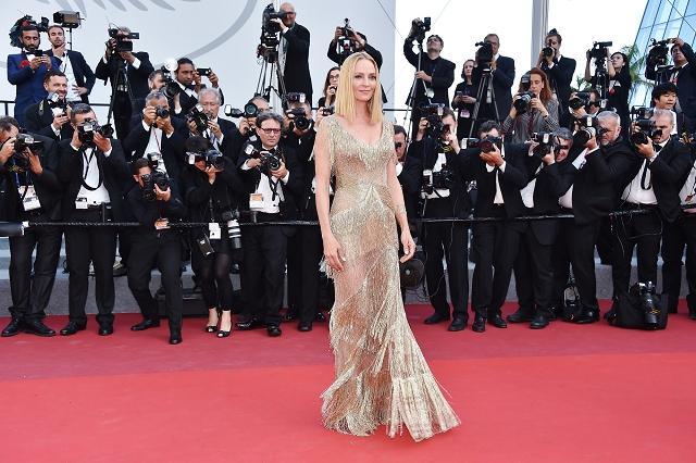(002) 好萊塢女星鄔瑪舒曼(Uma Thurman)穿著Atelier Versace高級訂製服