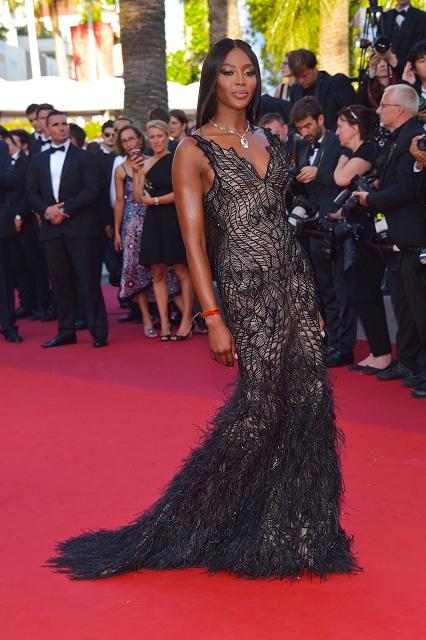 (003) 超級名模娜歐蜜坎貝兒(Naomi Campbell)穿著Atelier Versace