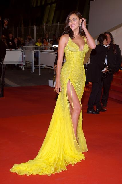 (004) 俄羅斯超級名模伊蓮娜沙伊克(Irina Shayk)穿著Atelier Versace高