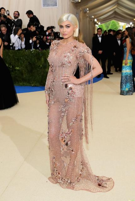 (016) Kylie Jenner in Atelier Versace at Met Gala
