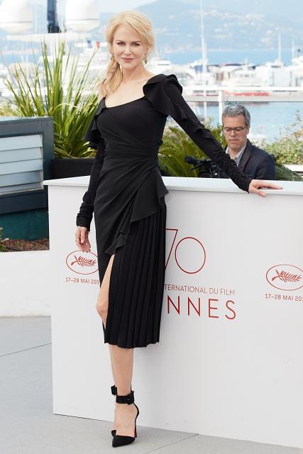 (002) 好萊塢女星妮可基嫚(Nicole Kidman)穿著Versace 2017秋冬女裝系列