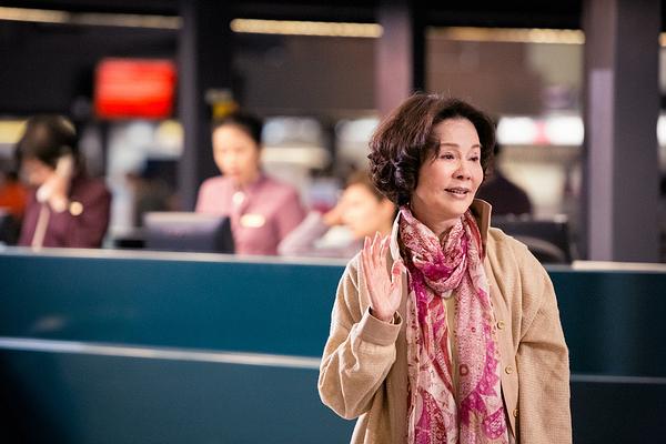 華聯提供03「滿月酒」劇照-歸亞蕾飾演同志母親.jpg