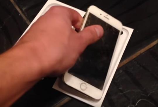 iPhone SE 1.jpg