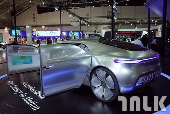 Mercedes-Benz F 015-Luxury in Motion 2.JPG
