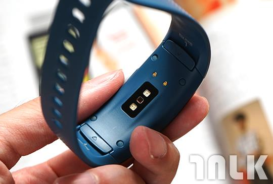 Samsung Gear Fit2 3.JPG