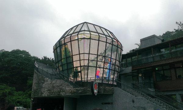 全球首創的「天燈派出所」為平溪菁桐必遊景點之一