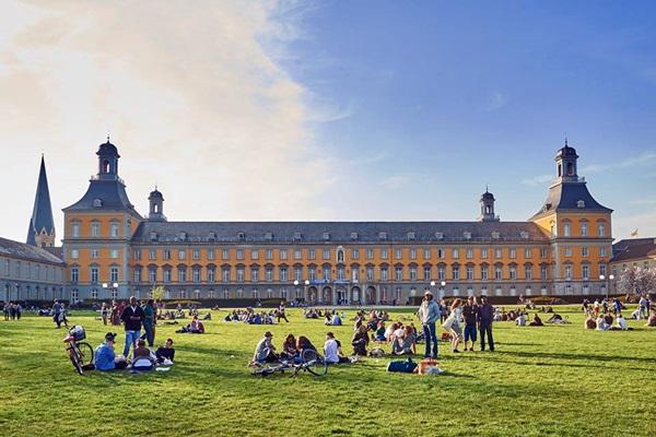 Bonn Universtitz.jpg