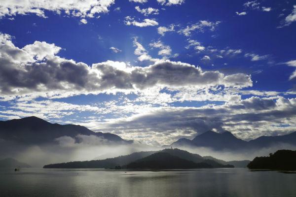 T-日月潭湖景.jpg