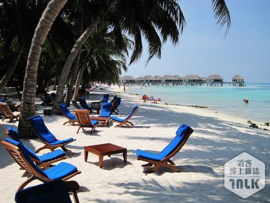 景-沙灘和椅子.JPG