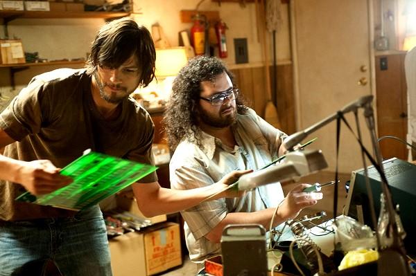 【賈伯斯】艾希頓庫奇(左)和賈許蓋德(右) (1)