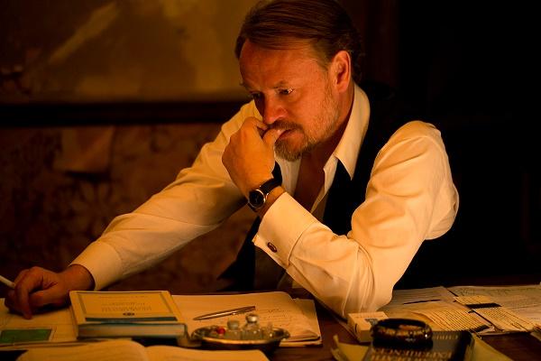 002【靈異檔案】劇照_時常詮釋教授角色的傑瑞德哈里斯,這回在本片再扮教授