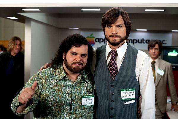 【賈伯斯】艾希頓庫奇(右)和飾演沃茲尼克的賈許蓋德(左)