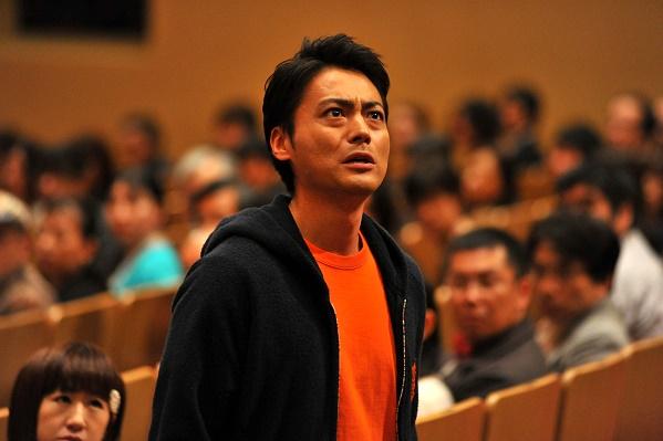 004【超能對決】劇照_山田孝之在片中飾演擁有自我療癒能力的超能力者