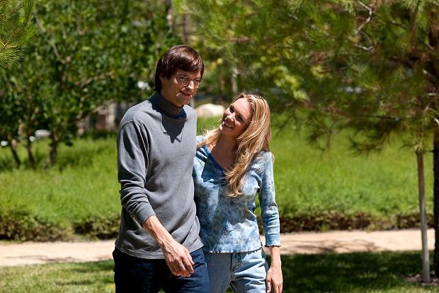 【賈伯斯】艾希頓庫奇飾演賈伯斯 36歲時是已婚成熟的中年男子 右圖是他老婆