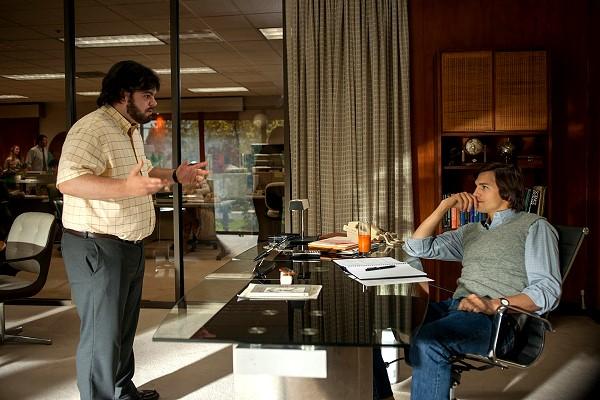 【賈伯斯】艾希頓庫奇(右)飾演賈伯斯 賈許蓋德(左)是演沃茲尼克
